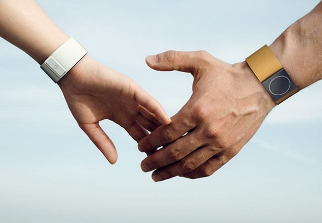 bracelet embrace design